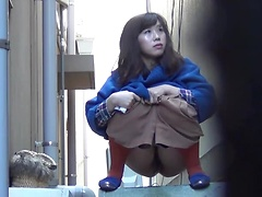 Japanese girls spied on as they go piss in public and empty their bladders